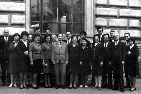 Примерно 1970 год ---Мишин,---,С.Н.Григорьева,....,....,В.Н.Носов,И.Л.Лойцанская,М.В.Миронов,...Смелков,В.К.Прокопов,Р.З.Алиев,...Чечель,В.И.Беляева,...,А.В.Костарев,....,Н.В.Флорина,Ю.Е.Карякин,Б.И.Сотниченко,Ю.А.Груздев,...Иванов,В.ГЕмцов,....